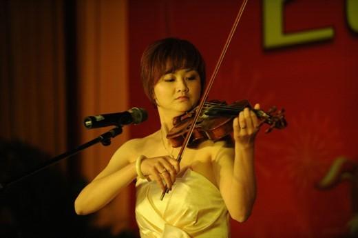 曾玲小提琴独奏《查尔达斯舞曲》让人耳目一新